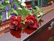 Какие цветы на преподносят на похороны женщине: правила траурного этикета