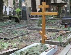 Что делать с крестом и фотографией после установки нового памятника