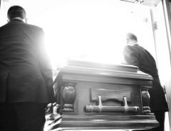 Почему покойника выносят вперед ногами: мнение религии и особенности традиций