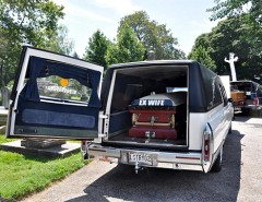 Автомобили для перевозки гроба: виды и особенности устройства катафалков