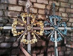 Виды кованных крестов на могилу и их преимущества