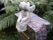 Символизм особых скульптур на могилах близких и как выбрать фигурку