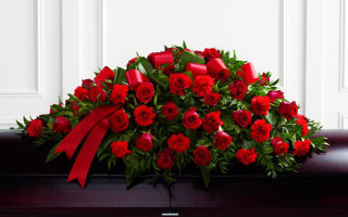 Как подобрать цветы для создания траурного букета на похороны