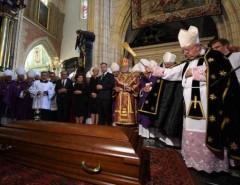 Как проходять католические похороны: обряды погребения