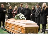 Зачем нужно раздавать платочки или полотенца на похоронах: символизм традиции