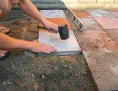 Правила укладки плитки разного вида для облагораживания могилы