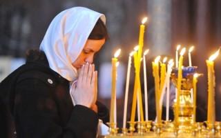 Какие молитвы читать об умерших родителях: текст и правил