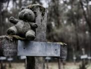 Почему нельзя приносить вещи и еду с кладбища: мнение священников и эзотериков