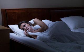 Как реагировать на сон, где вас преследует злой покойник: толкование кошмара