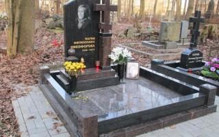 Трогательные слова на памятник маме: примеры надписей