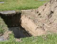 Почему захоронение происходит на глубину 2 метра: традиция и нормативы