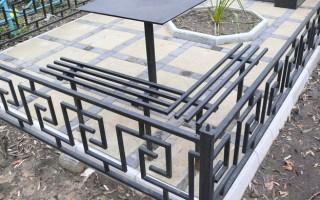 Варианты и особенности установки металлических оградок для могил