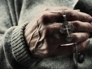 Можно ли носить крестик умершего родственника