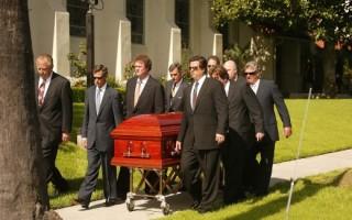 Можно ли переходить дорогу похоронной процессии или обгонять катафалк