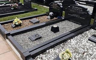 Какое покрытие для могилы лучше: гранитная или мраморная крошки