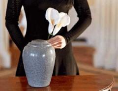 Как получить прах усопшего: транспортировка и хранение после кремации