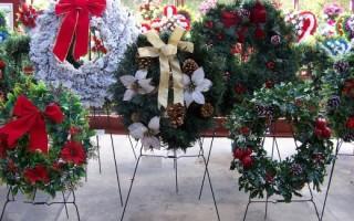 Искусственные цветы как способ почитания усопшего: как выбрать ритуальный венок