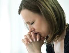 Как вдове молиться об усопшем муже: виды священных текстов на каждый день