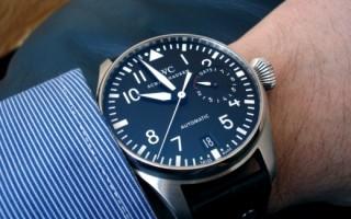 Можно ли носить часы умершего родственника: ответы священника