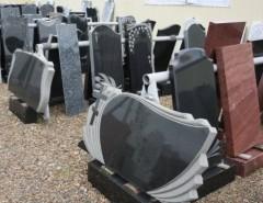 Установка могильных памятников: виды надгробий и их особенности