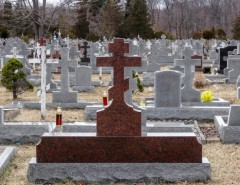 Захоронение на кладбище: правила процедуры