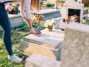 Следует ли посещать кладбище на второй день после похорон: правила и традиции