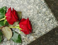 Какое количество цветов преподносят на похороны