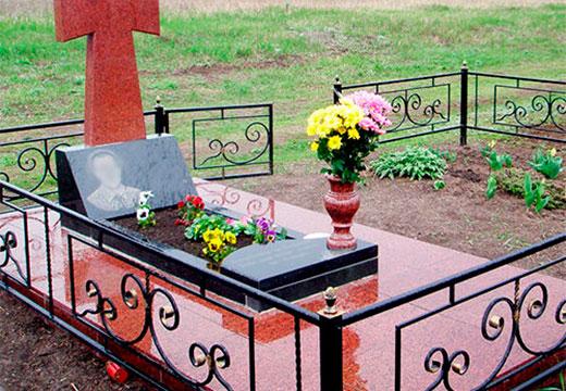цветы на могиле