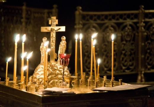 Распятие со свечами