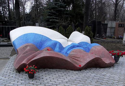 памятник на могиле ельцина