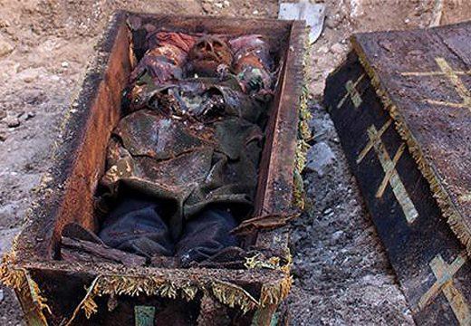 выкопали гроб