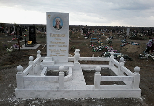 памятник из белого гранита