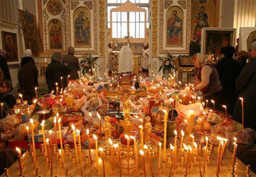 свечи на поминальном обеде