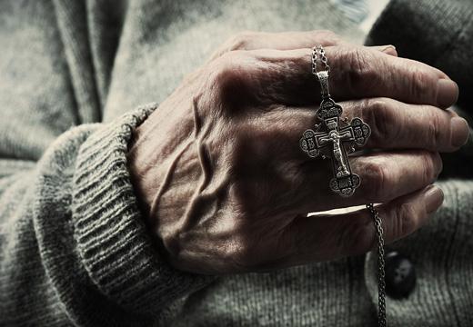 крестик на руках