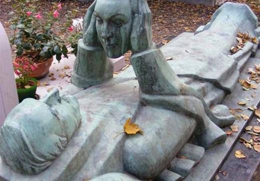 надгробие с ликом любимой