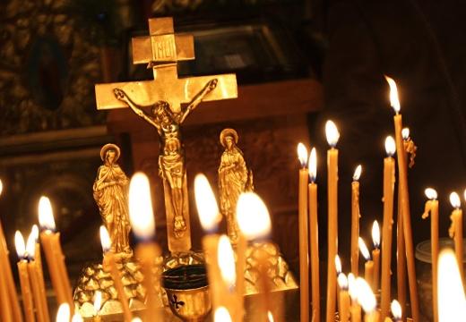 Поминальная свеча: как поставить за упокой души умершего