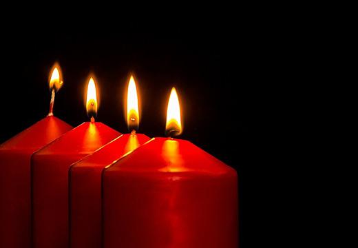 4 красные свечи