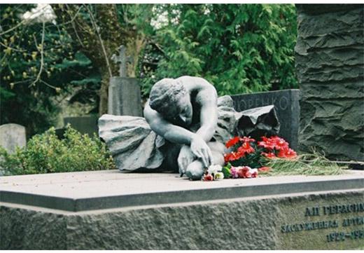 надгробие балерина