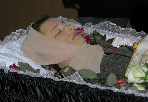 умершая женщина