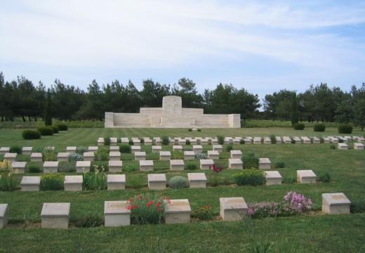 Территория кладбища