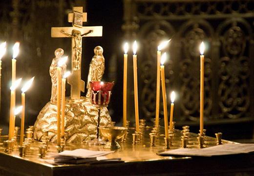 свечи и крест