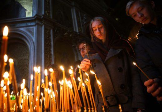 ставят свечи