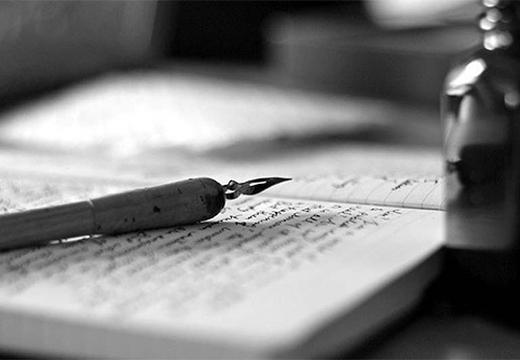 перьевая ручка на тетради