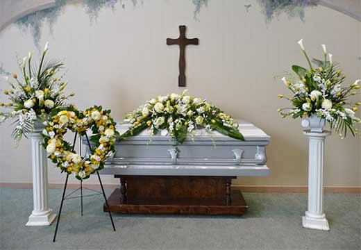 гроб и цветы
