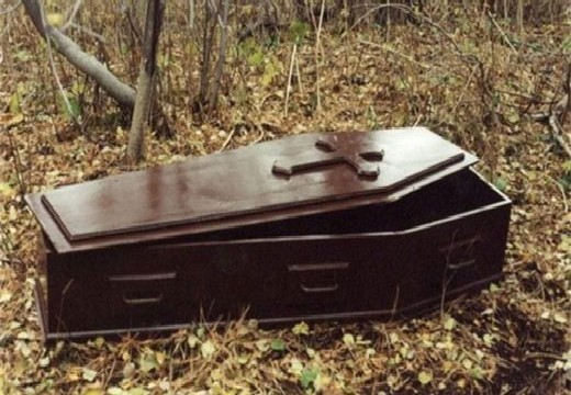 гроб в лесу