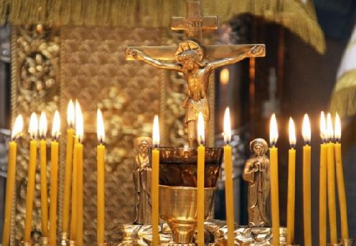 свечи возле иконы