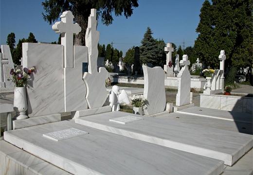 светлые мраморные памятники