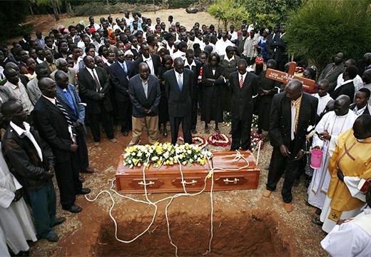 люди у гроба