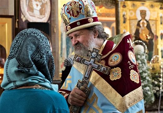 священник и женщина