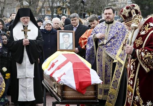 гроб и священники
